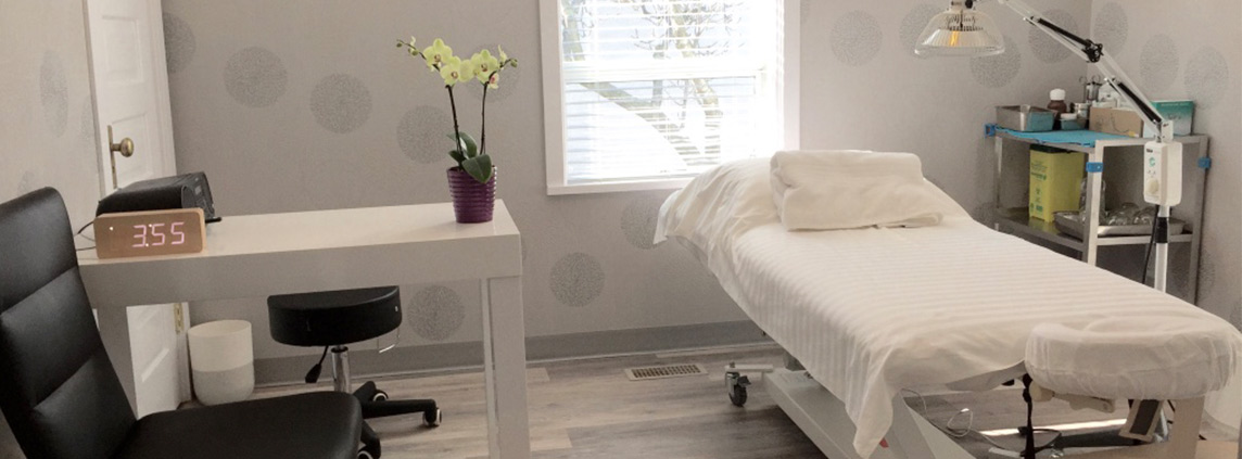 BlueWhite Health Treatment Room with white flowers